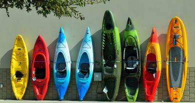 Kolorowe kajaki - obiekt, który można wytworzyć rotomoldingiem