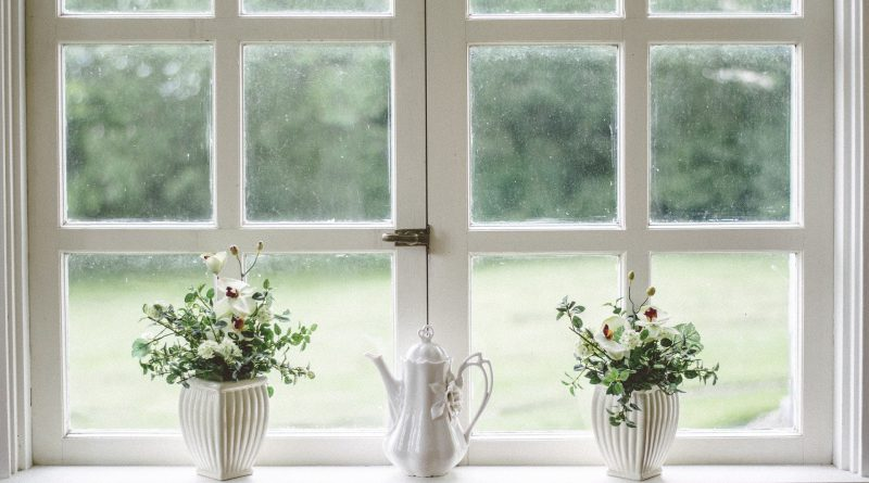 Okno w stylu rustykalnym